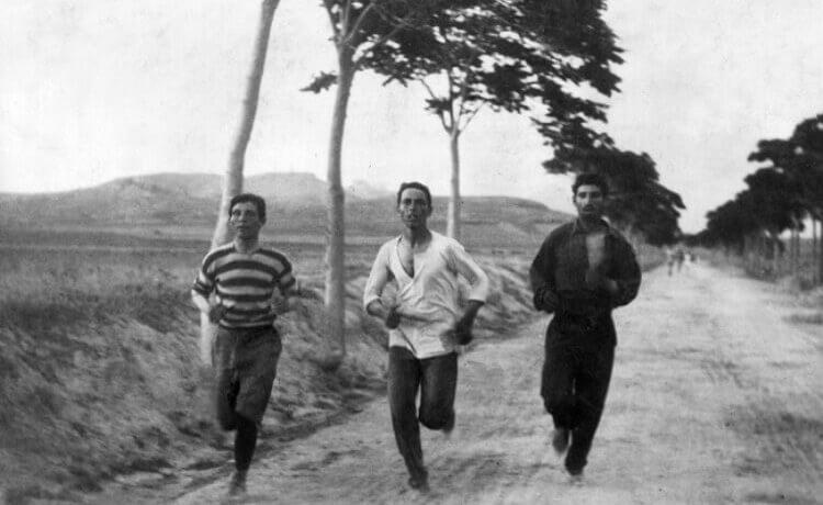Maratona nei primi Giochi Olimpici moderni, celebrati ad Atene, Grecia, nel 1896.