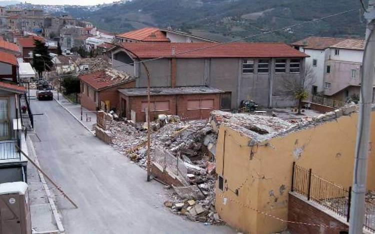 La scuola di San Giuliano di Puglia, crollata il 31 ottobre 2002