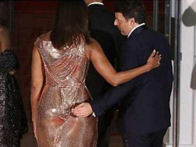 La mano di Renzi sfiora il lato B di Michelle Obama