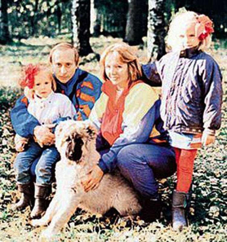putin con moglie ludmila e figlie maria e ekaterina