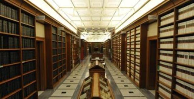 La camera degli sprechi 4 milioni in 4 anni per for Biblioteca camera dei deputati
