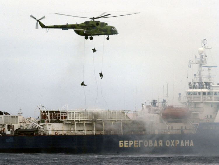 Agenti delle Spetsnaz impegnati in un intervento aereo.