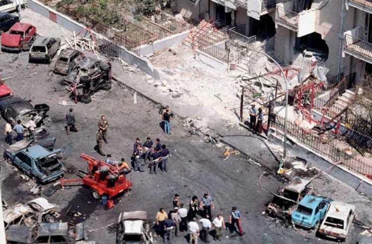 La strage di Via D'Amelio a Palermo in cui morirono il giudice Borsellino e 5 agenti della sua scorta