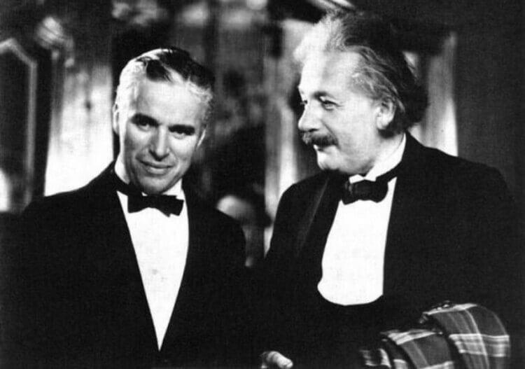 Charlie Chaplin e Albert Einstein.