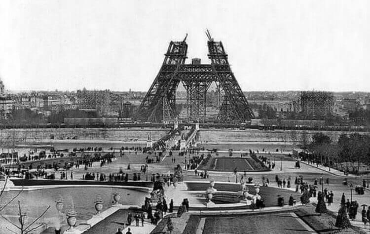 Costruzione della Torre Eiffel. 1880.