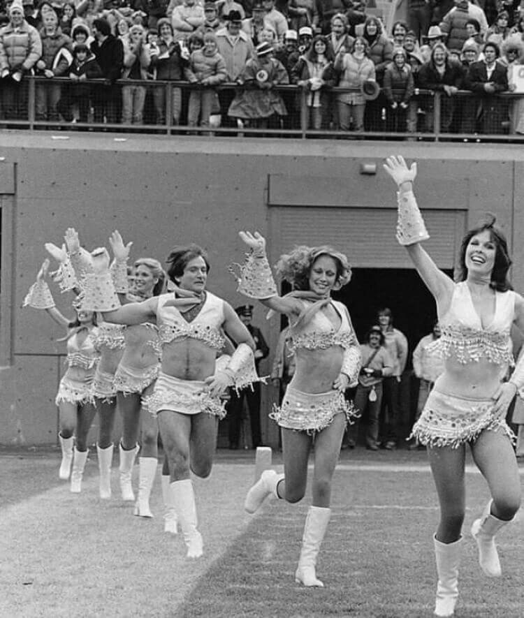 Robin Williams vestito come una cheerleader, 1980.