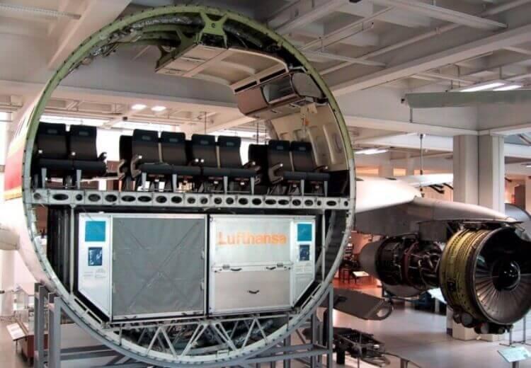 Sezione trasversale di un aereo commerciale