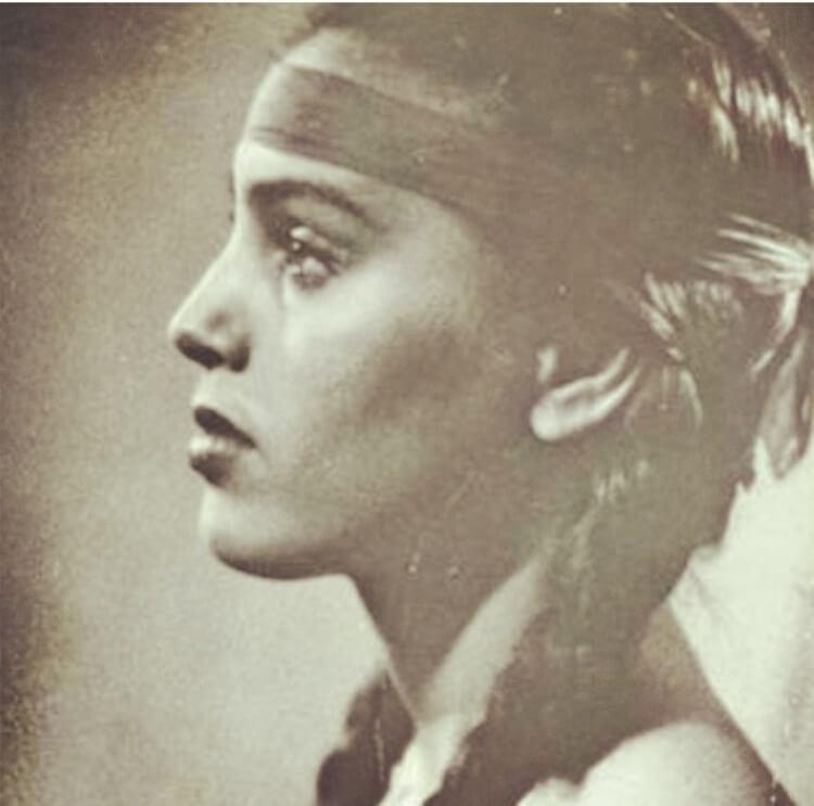 Questa donna è la nonna di Jessica Alba quando era giovane. La foto è stata postata dall'attrice su Facebook