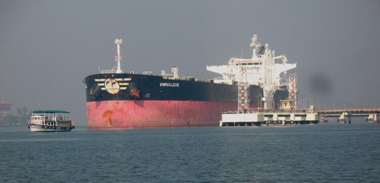 La nave Enrica Lexie nel porto di Kochi
