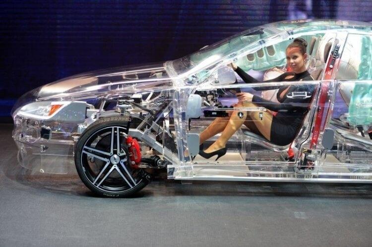 7 Buongiorno a tutta velocità - Auto trasparente in acrilico