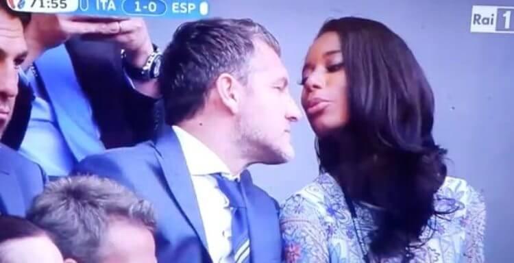 Bobo Vieri con la fidanzata Jazzma Kendrick durante Italia-Spagna