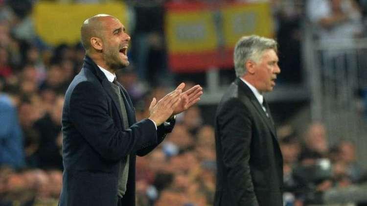 Guardiola e Ancelotti durante un Real Bayern