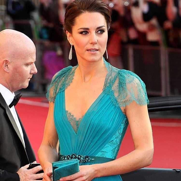 13 Kate Middleton con un vestito di Jenny Packham