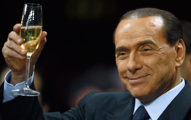 Berlusconi brinda nuovo stadio milan a suo nome