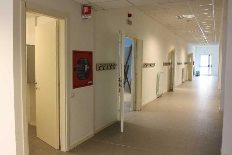 Interni della scuola prefabbricata in legno a Cavezzo, Modena realizzata da Ille