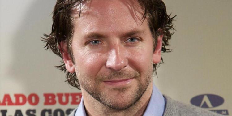Bradley Cooper è noto per essere astemio. Qualcuno lo avvisi che fa male...