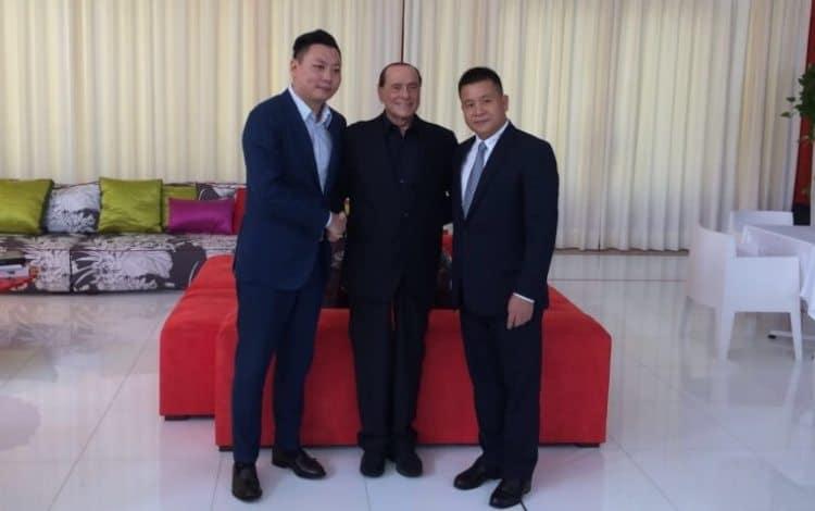 Berlusconi con la delegazione cinese che vorrebbe acquistare il Milan ok