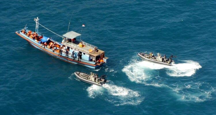 Una barca di richiedenti asilo intercettata e rispedita indietro dalla Guardia Costiera australiana