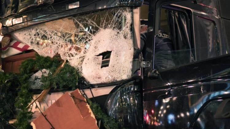 attentato berlino 19 12 2016 camion video foto terroristi (2)