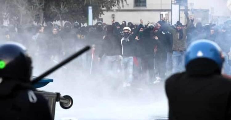 polizia black block salvini napoli scontri