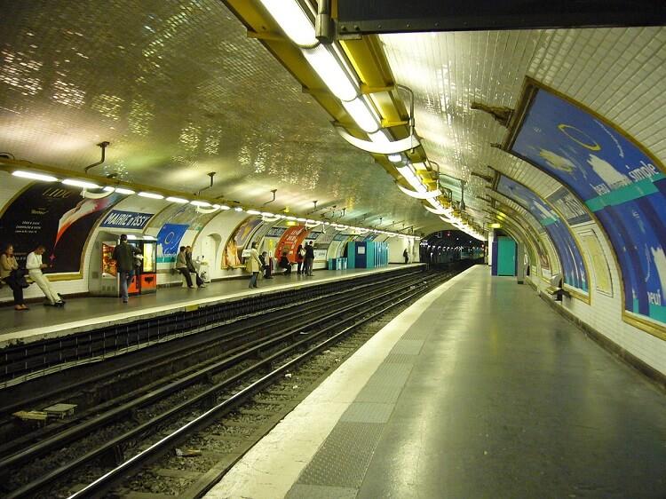 frasi in francese per viaggiare metro Mairie d'Issy parigi