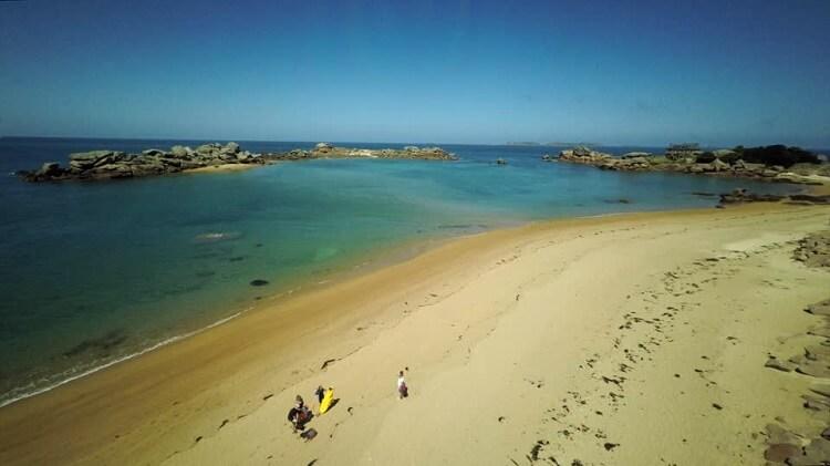 frasi in francese sul mare Côte de Granit Rose Bretagne