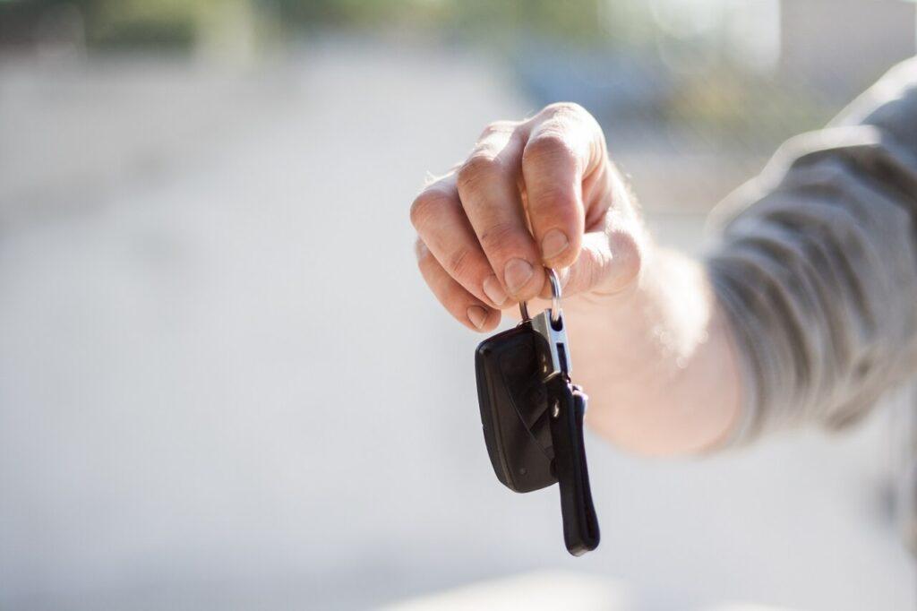 Acquisto della prima auto i passaggi da seguire e i controlli da effettuare guida infiltrato